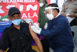 Wawako Tanjungpinang jadi tukang suntik vaksin warga