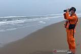 Tiga orang nelayan korban kapal terbalik di perairan Garut belum ditemukan