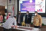 Tenaga pendamping Prodamas Plus menandatangani kontrak kerja di Kediri, Jawa Timur, Selasa (29/6/2021). Prodamas Plus 2021 diberikan kepada setiap RT sebesar Rp100 juta per tahun, naik dari sebelumnya Rp50 juta per tahun. Antara Jatim/ HO-Kominfo Kota Kediri/zk