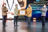 Sinetron Ikatan Cinta raih penghargaan dari Menko Perekonomian