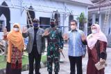 Panglima TNI Marsekal Hadi Tjahjanto (tengah) bersama Warek 1 Prof. Dr. Sri widyastuti, Rektor UP Prof. Edie Toet Hendratno, Warek 3  Dr. Dra. Joko Hartanto dan Warek 2 : Dr. Novi Yantih (kiri ke kanan) usai meninjau vaksinasi di Universitas Pancasila.