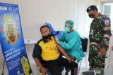 Lanud Haluoleo gelar vaksinasi massal bantu pemerintah mencapai sasaran