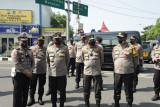 Kabaharkam Polri cek posko penyekatan PPKM darurat di Surabaya
