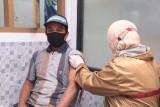 Penerima BLT dana desa di Kudus terima vaksinasi  COVID-19