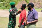 Satgas TNI edukasi prokes warga pedalaman Papua mencegah COVID-19
