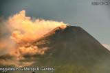 Guguran awan panas meluncur dari Gunung Merapi sejauh 1,5 km