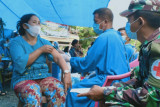 TNI bersama Puskesmas Anreapi gelar vaksinasi massal di lokasi TMMD Polman