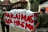 Petugas Kelurahan Kamal sosialisasikan prokes gunakan