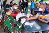 TNI/Polri bersama instansi terkait gelar serbuan vaksinasi massal di Papua