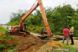TNI-Polri tangani jembatan putus di Nagan Raya Aceh akibat banjir