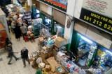 Polda Metro segel toko obat yang naikan harga  tinggi di Pasar Pramuka