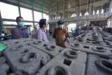 PLN NTT latih warga produksi bata dari limbah batu bara