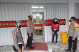 Polisi ingatkan penjual di pasar tutup lebih awal pada pelaksanaan PPKM