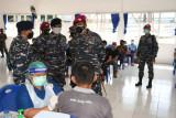 Danlantamal VIII pantau pelaksanaan Serbuan Vaksinasi di Batalyon Marinir Bitung