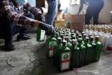 Bea Cukai Surakarta amankan tiga pembuat minuman keras merek impor palsu