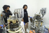 Pabrik obat terlarang di Lembang berkamuflase sebagai peternakan ayam