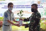 Jasa Raharja Serahkan Bantuan 380 Bibit Tanaman ke Lanud Haluoleo