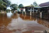 Warga di dua desa di Aceh Barat masih terkurung banjir
