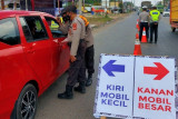 Belasan kendaraan di perbatasan Palembang-Banyuasin dipaksa putar balik