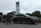 Parkir sembarangan, mobil oknum ASN Kota Padang digembok Tim SK4 Bukittinggi,  pemilik adu mulut dengan petugas
