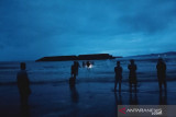 11 wisatawan Pantai Batu Gong tenggelam, seorang meninggal