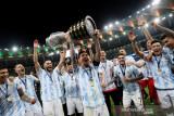 Penantian berakhir, Lionel Messi akhirnya persembahkan trofi untuk Argentina