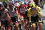 Tadej Pogacar adem ayem di puncak klasemen umum Tour de France