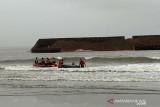 Tim SAR terus cari wisatawan tenggelam di Pantai Batu Gong