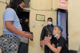 Polisi menangkap pencuri boneka pocong alat sosialisasi prokes di Madiun