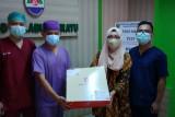 Ridwan Kamil beri kue untuk nakes di 92 rumah sakit