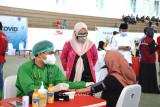 Mahasiswa dan alumni Unhas terima vaksin COVID-19 dosis pertama