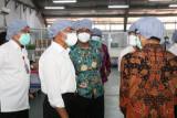 Menko PMK kunjungi pabrik obat COVID-19 di Sidoarjo