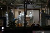 Pemulasaraan jenazah istri gubernur Sulawesi Tenggara sesuai protokol COVID-19