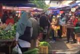 Pasar tradisional  di Batam ditata ulang saat PPKM Darurat