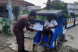 Kejari Purwokerto salurkan bantuan  bagi warga terdampak PPKM darurat