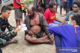 Satgas TNI layani kesehatan warga wilayah terpencil kabupaten Mimika