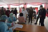Wakil Bupati Sleman meninjau pelaksanaan vaksinasi COVID-19 pada pelajar