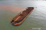 Kapal Tongkang Nikel Terdampak Di Konawe