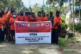 Aparat TNI dampingi penyemprotan disinfektan Satgas COVID-19