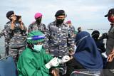 TNI AL kerahkan dua kapal untuk sediakan pelayanan vaksinasi bagi nelayan