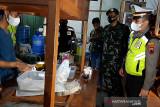 Polisi Banyumas tertibkan pedagang angkringan langgar PPKM  Darurat