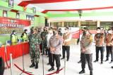 Panglima TNI-Kapolri- Menkes sapa warga isoman di Sidoarjo