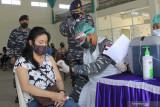 Cegah kerumunan Lantamal VII Kupang gandeng kelurahan gelar vaksinasi