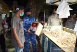 TNI/Polri salurkan bantuan  sembako masyarakat terdampak PPKM darurat