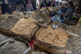 Cuaca Picu Kenaikan Penjualan Ikan kering