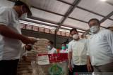 Bulog Sulut pastikan kualitas bantuan beras  PPKM 2021 baik