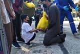 Wali Kota Mataram menyerahkan bantuan beras PPKM darurat