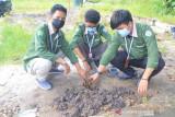Tim pengabdian UNRI bersama mahasiswa Kukerta sosialisasi pentingnya biopori atasi banjir