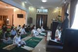 Pejabat di Sulbar shalat Id di rumah