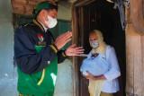Anggota DPRD Kudus berikan gajinya untuk warga terdampak pandemi